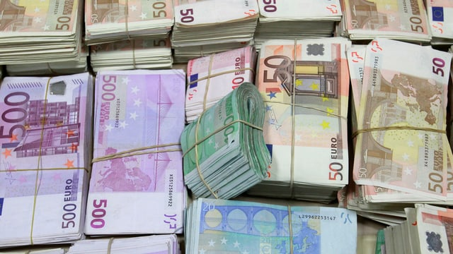 Symbolbild: Bündel von Euro-Banknoten.