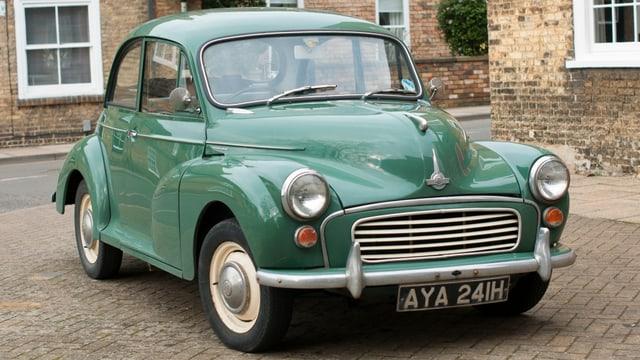 Ein Morris Minor Auto, so gesehen in Ely, Cambridgeshire, England.