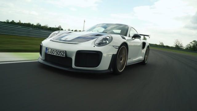 Porsche GT2 RS auf der Rennstrecke.