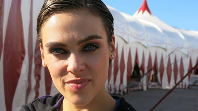 «Ungeschminkt bin ich derzeit nur bevor ich ins Bett gehe». Der Zirkus Knie nimmt Nina Burri derzeit voll in Beschlag. l in Beschlag.