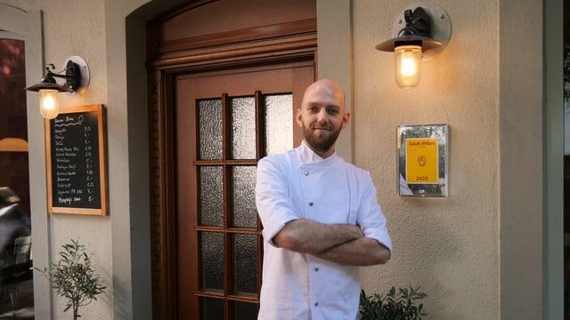 Sören Wirth, Chef des Restaurant Schützenmatt, vor dem Restaurant