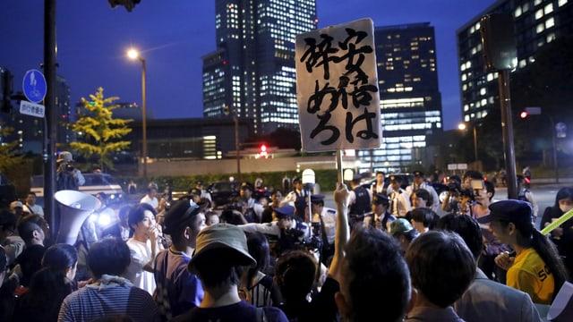 Protestierende in Tokio vor dem Amtsitz von Ministerpräsident Abe.