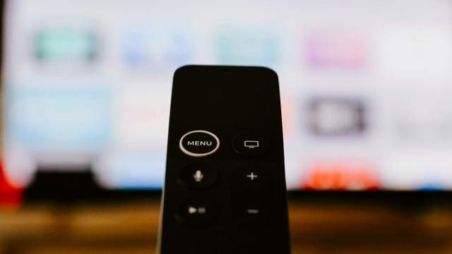 Eine Apple TV Fernbedienung