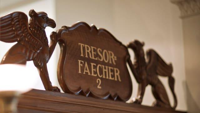 Ein Schalter in der St. Galler Privatbank Wegelin & Co. in St. Gallen mit Hinweis zu Tresorfächern für Privatkunden.
