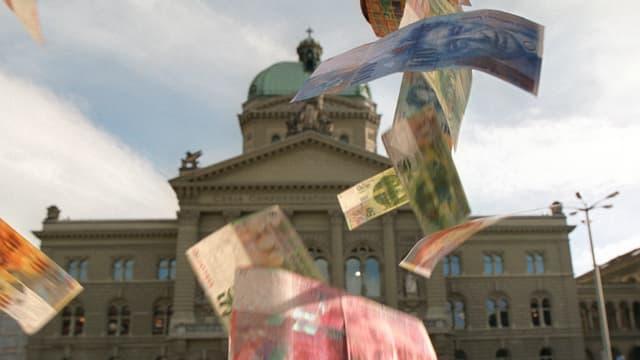 Geldscheine fallen vor Bundeshaus vom Himmel