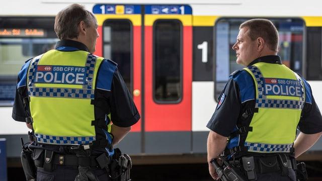 La polizia da la VFF.