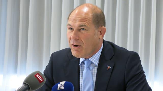 Anton Lauber mit Mikrofonen