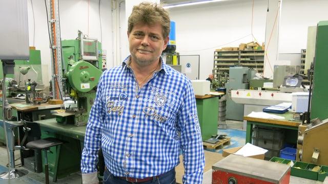 Christoph Sapper in der Produktionshalle