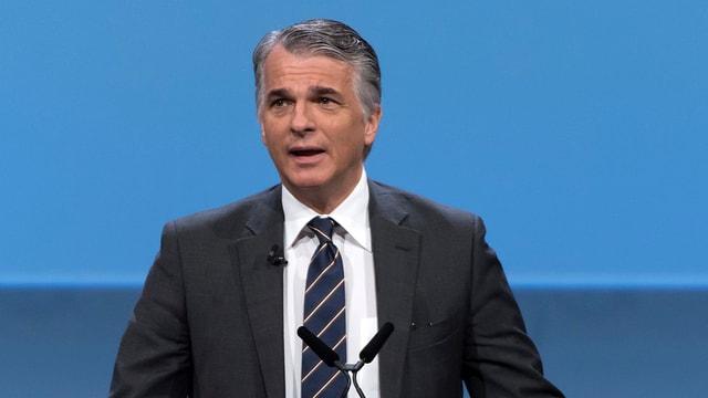 Schef dal concern UBS, Sergio P. Ermotti, a chaschun da la radunanza generala ils 10 da matg 2016 a Basilea.