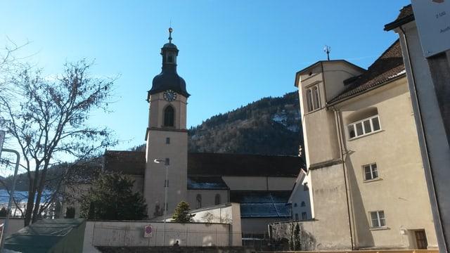 catedrala da Cuira, dretg la sedia da l'uvestg