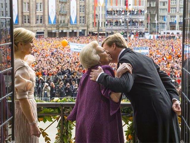 König Willem-Alexander bedankt sich bei seiner Mutter Prinzessin Beatrix