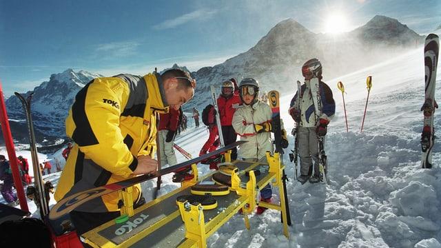 SRF «Ratgeber»: Ski selber wachsen