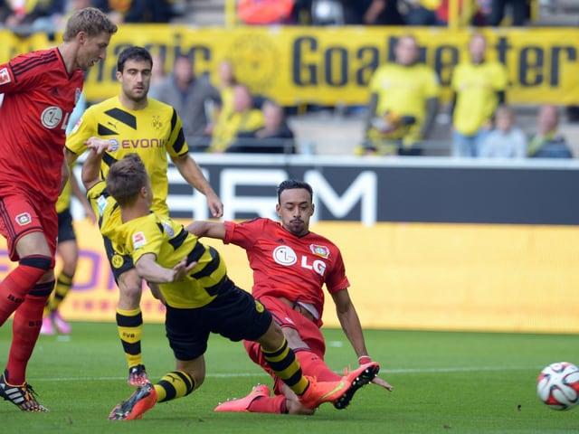 Karim Bellarabi trifft gegen Dortmund.