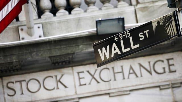 Strassenschild der Wall Street in New York