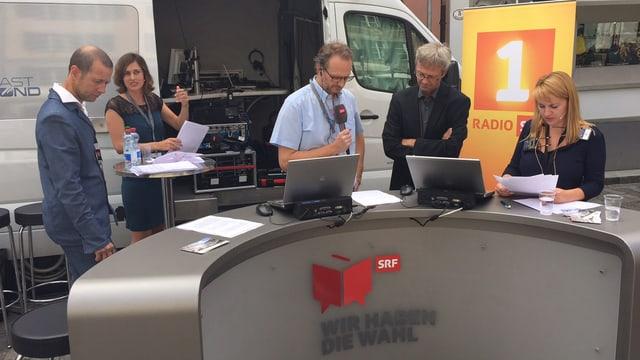 Die Info-3-Crew sendet live vom Mühlenplatz.