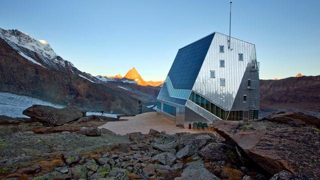 Die Monte Rosa-Hütte oberhalb von Zermatt.