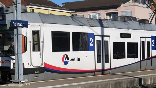 WSB-Zug im Bahnhof Reinach