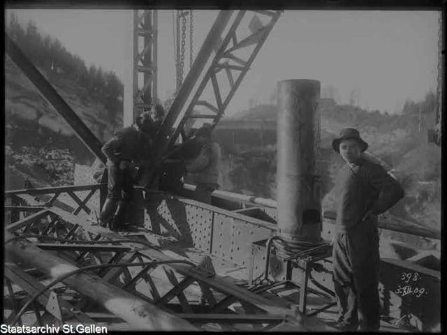 Archivaufnahme vom Bau des Sitterviadukts.