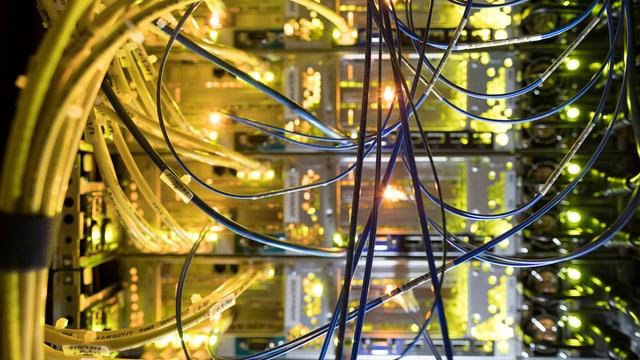 Server mit Kabel
