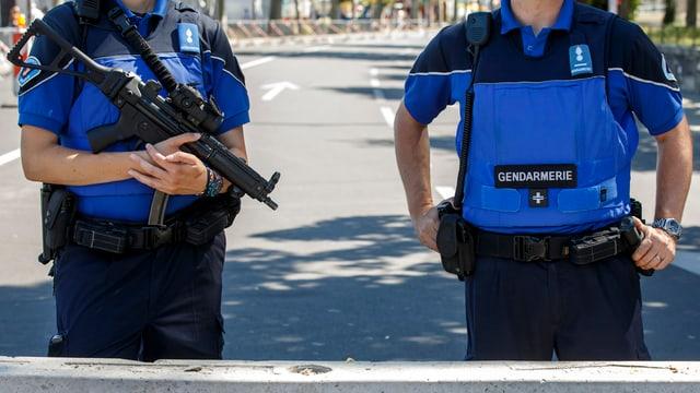 Zwei Polizsten der Kantonspolizei Genf.