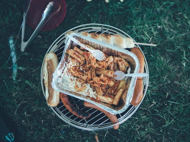 Pasta, Rösti, Würste, Schlangenbrot: Hauptsache deftig um dem Kater zu trotzen.
