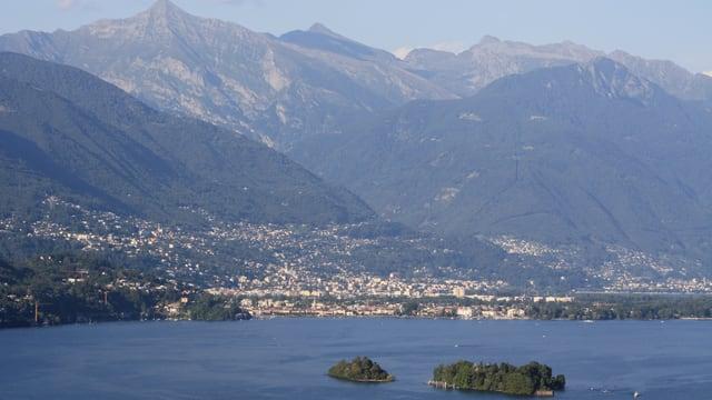 Blick über das Maggiadelta nach Locarno.
