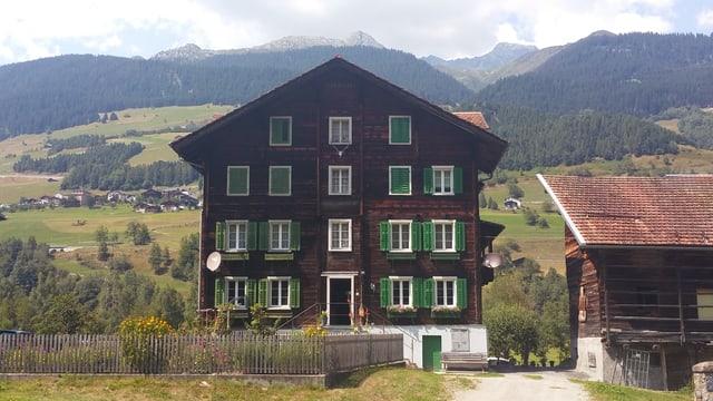 La «Casa Gronda» a Surrein.