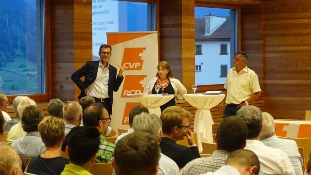 Discussiun da podi: Il deputà dal cussegl grond Ilario Bondolfi en il discurs da cumbat cun l'iniziant da l'iniziativa da linguas estras Luzi Jöri.