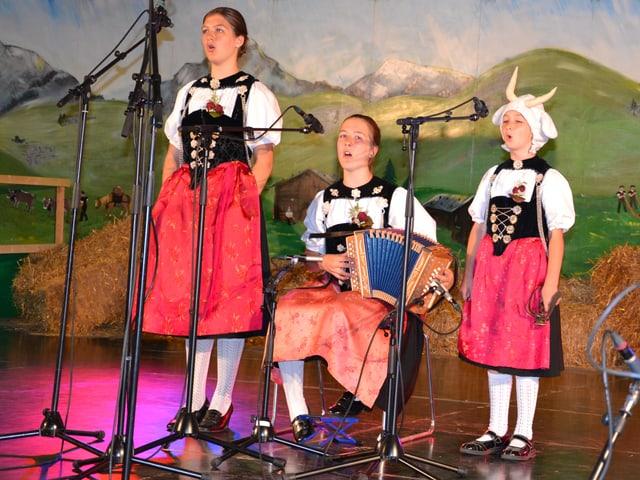 Geschwister Moser während ihrem Auftritt am Nationalen Final des Wettbewerbs «Folklorenachwuchs 2013».