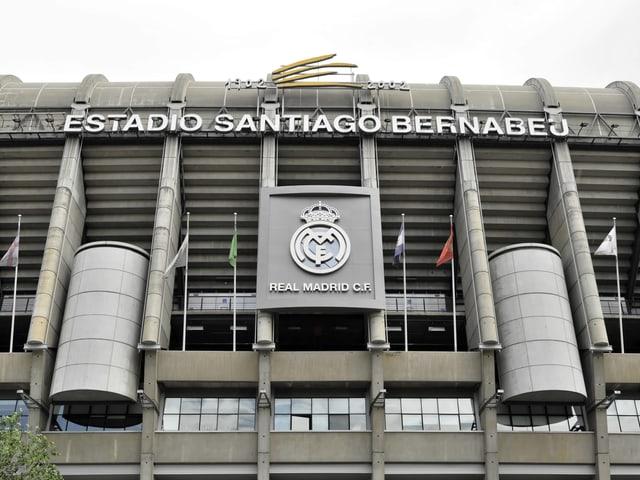 Das Stadion Santiago Bernabeu von Real Madrid von aussen