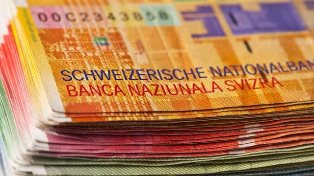 Banknoten auf einem Stapel mit Schriftzug Schweizerische Nationalbank