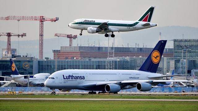 Flugzeuge.