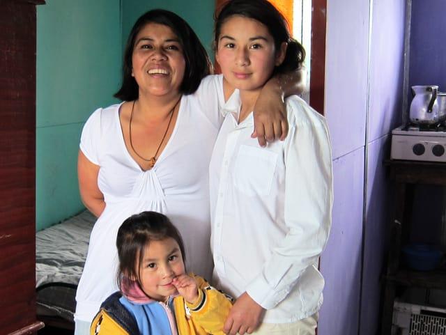 Maria Fernanda lebt im Armeviertel Bosa bei Bogotá. Aufgrund des bewaffneten Konflikts musste sie vor drei Jahren mit ihren Kindern aus dem Heimatdorf fliehen.