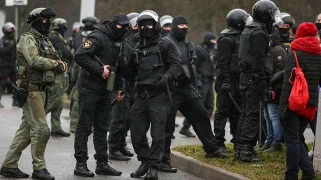 Sicherheitskräfte in Minsk