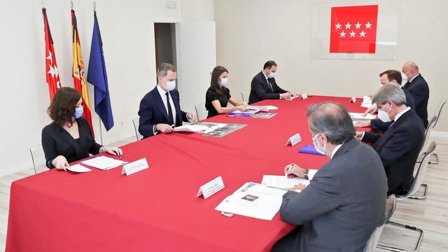 Bild der Regionalregierung mit Prinz Felipe und Prinzessin Letizia