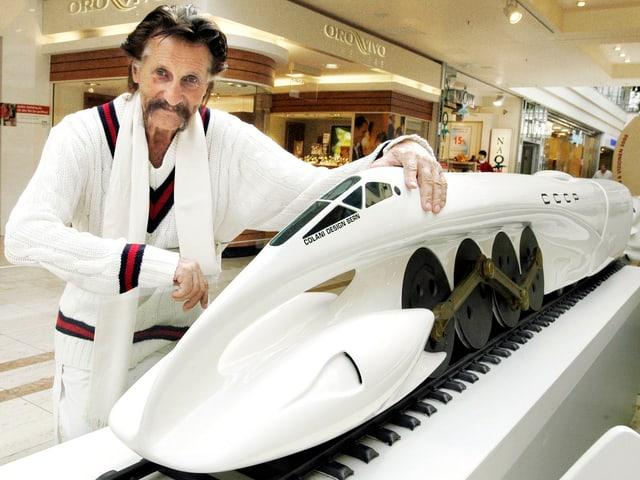 2003 präsentiert Colani in Erfurt ein Modell einer aerodynamischen Dampflok.
