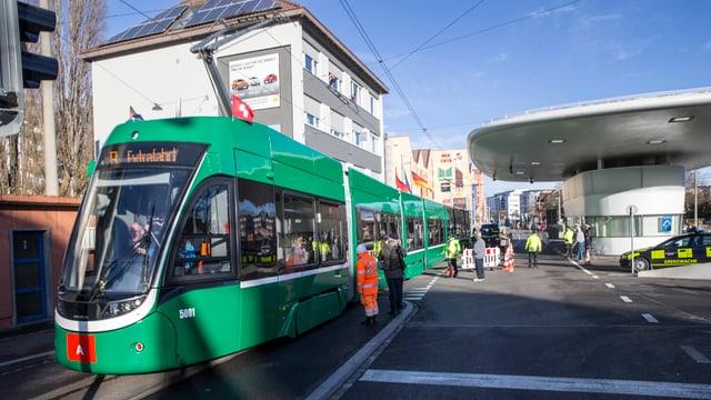 Tram Nr 8 am Zoll