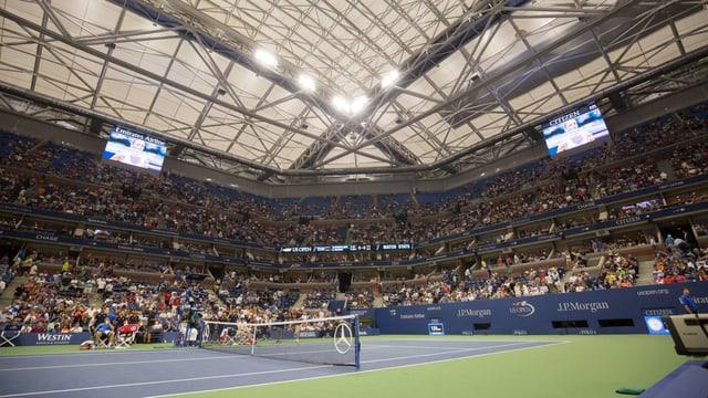 Das Arthur-Ashe-Stadion mit geschlossenem Dach