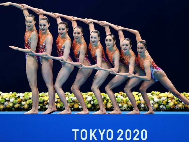 Tokyo 2020 Olympics - Artistic Swimming - Women's Team Free Routine - Final - Tokyo Aquatics Centre, Tokyo, Japan - August 7, 2021. China team during their performance. REUTERS/Marko Djurica TPX IMAGES OF THE DAY