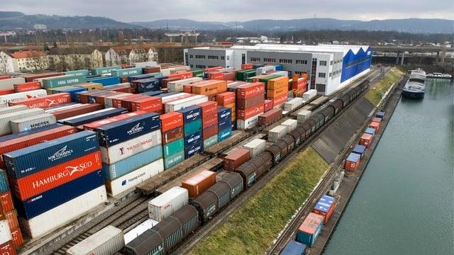 Container im Rheinhafen
