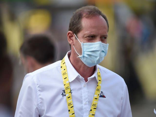 Tour-Direktor Christian Prudhomme mit Maske