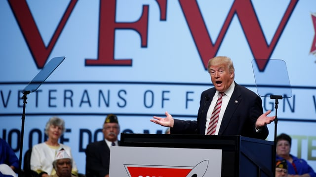 Donald Trump am Rednerpult.