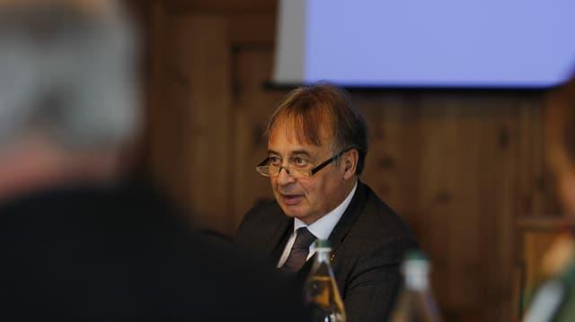 Il vegl ed il nov president da la Regiun Malögia, Martin Aebli.
