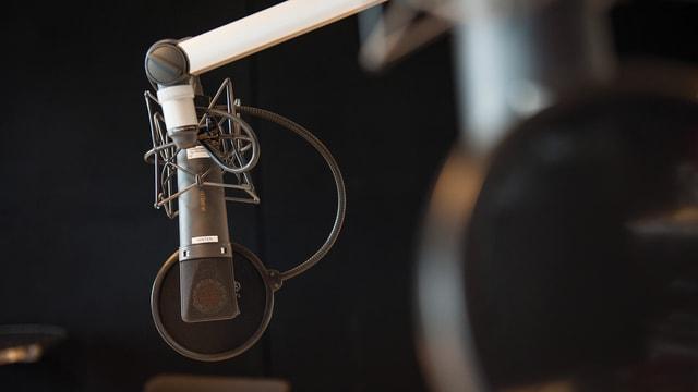 Mikrofon im Studio von Radio SRF.