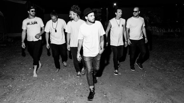 schwarzweissfoto der band