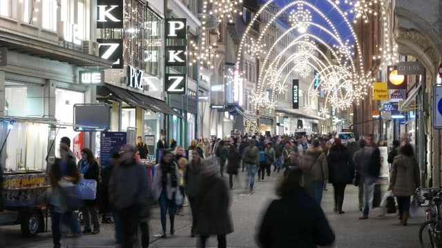 Freie Strasse mit Weihnachtsbeleuchtung