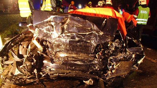 Stark zerstörtes Autowrack