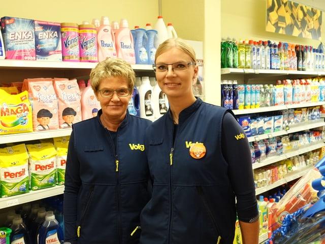 Bernadetta Janutin (sanester) colavuratura dal Volg Grava, e Janka Tomulcova, la manadra da la filiala.