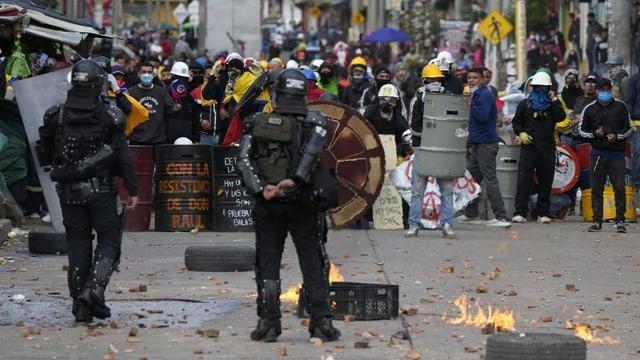Demonstranten liefern sich Auseinandersetzungen mit Polizei.