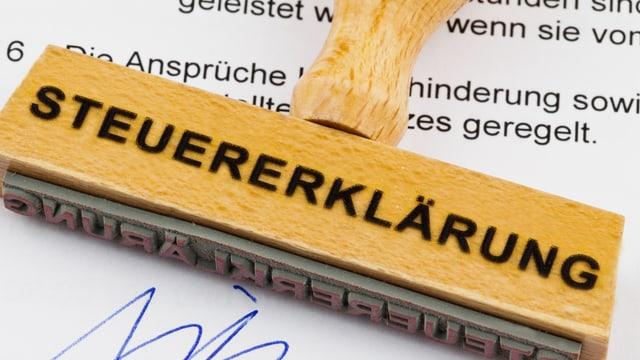 Ein Stempel mit der Aufschrift «Steuererklärung».